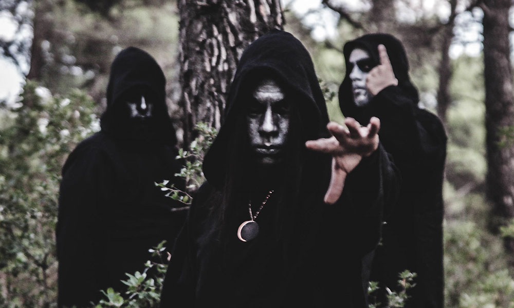 "EMPIRE OF THE MOON premiere new track from second album ""ΕΚΛΕΙΨΙΣ"""